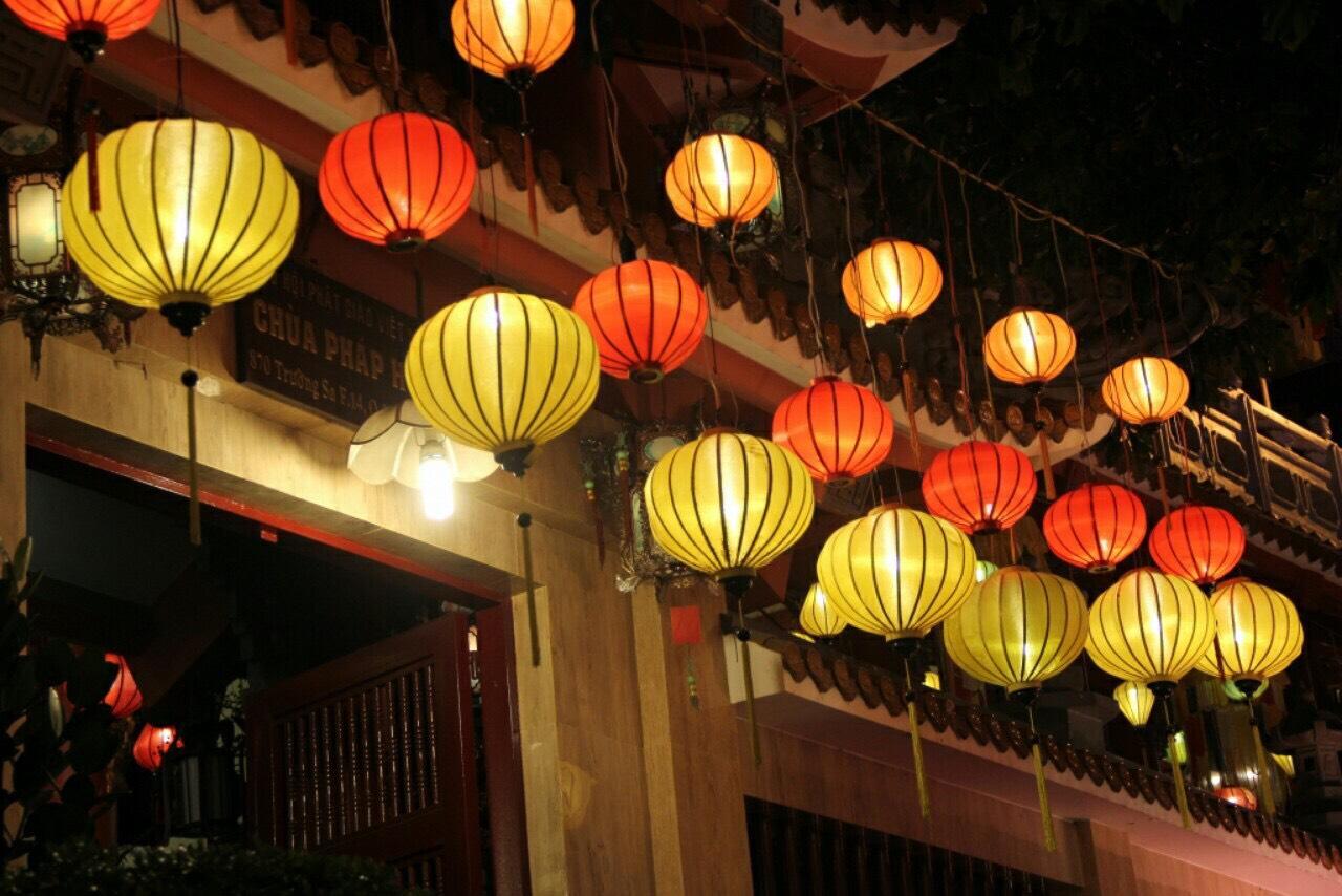 Mẫu lồng đèn trang trí tết cho chùa